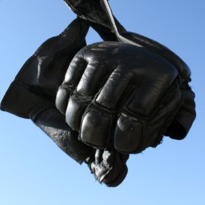 jack-reacher-fighting-rules-gloves-picture