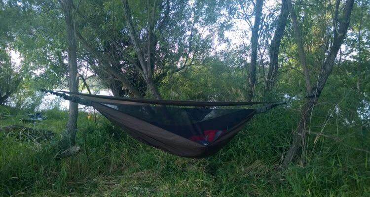 hennessy hammock hennessy hammock in action   man makes fire  rh   manmakesfire