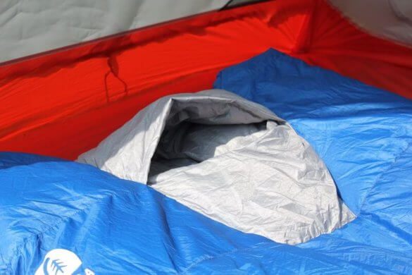 This Sierra Design Backcountry Quilt 700 photo shows the built-in hood in the Sierra Design Backcountry Quilt 700.