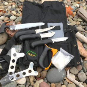 This image shows a photo of the components of the Outdoor Edge ButcherLite.