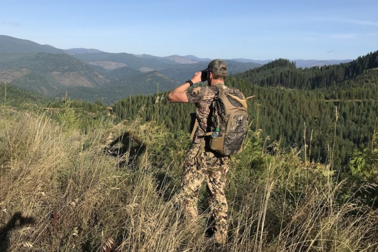 This photo shows a hunter wearing the Nexgen Outfitters Whitetail Caddy Pack.