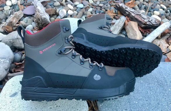 This photo shows the men's rubber Redington PROWLER-PRO wading boots.