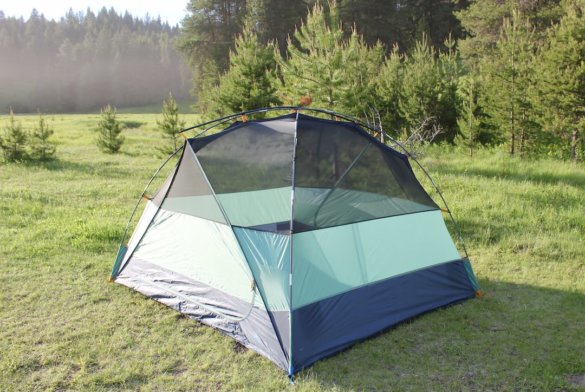 This review and testing photo shows the Kelty Wireless 4 Tent setup without the rainfly at a camping spot.