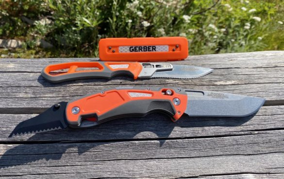 This photo shows the Gerber Randy Newberg EBS and DTS elk-hunting knives.