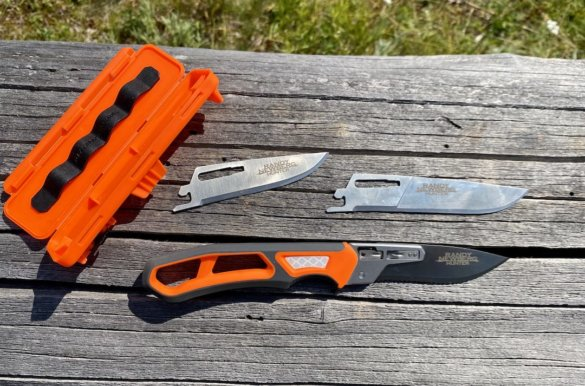 This photo shows the Gerber Randy Newberg EBS knife system.