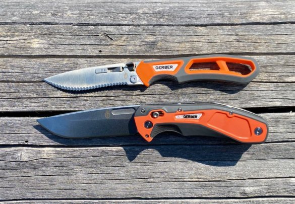 This review photo shows the Gerber Randy Newberg EBS and DTS hunting knives.