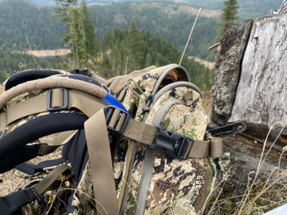 This photo shows the side of the zipper on the Mystery Ranch Sawtooth 45 hunting pack.
