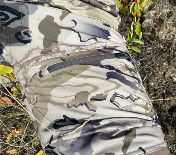 This photo shows the upper thigh cargo pocket on the Raider HD hunting pants.